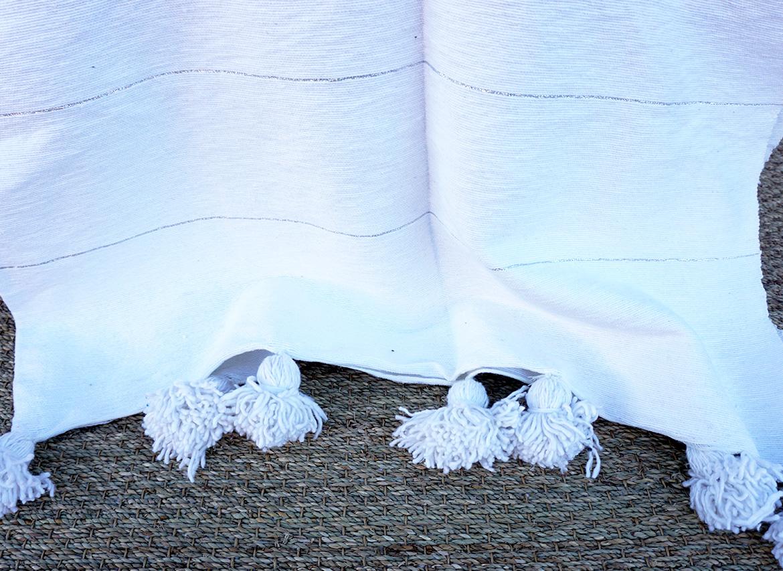 plaid pompon en coton blanc rayures argent grande. Black Bedroom Furniture Sets. Home Design Ideas